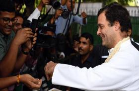 VIDEO: राहुल गांधी का जन्मदिन आज, नेताओं से ऐसे मिले कांग्रेस अध्यक्ष