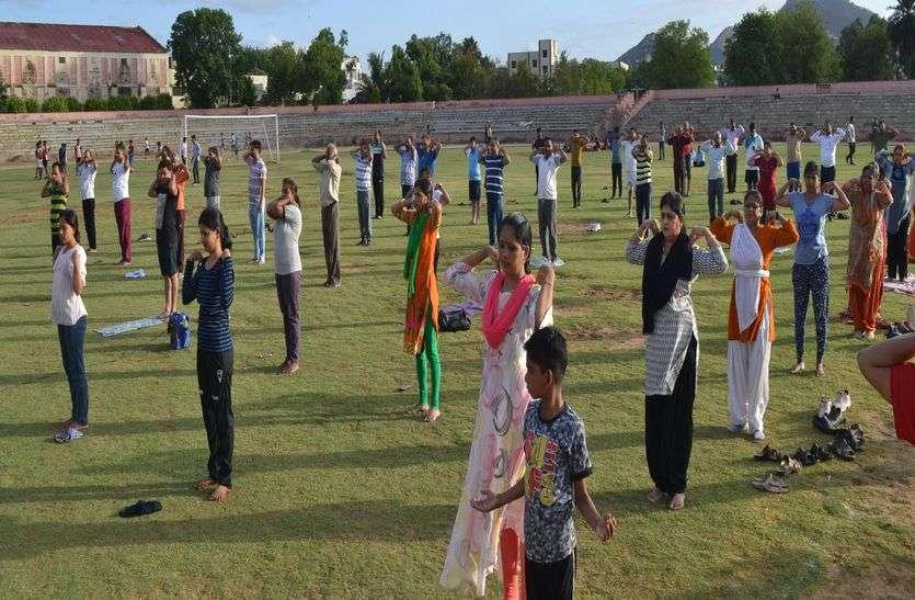 International Yoga Day- योग से बढ़ती है एकग्रता, मन, मस्तिष्क रहता है स्वस्थ
