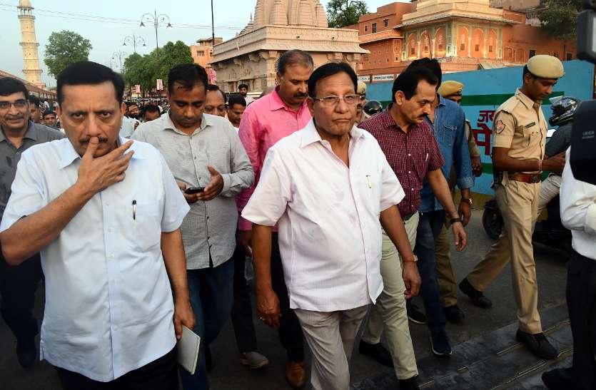 जयपुर के व्यापारियों को मंत्री की चेतावनी, दुकान के बाहर सामान रखना बंद करो, वरना बन्द कर देंगे दुकान