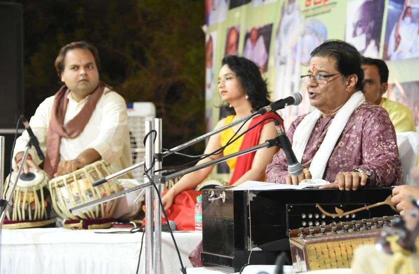 anup jalota bhajan singer -अनूप जलोटा ने बहाई बीकानेर में भजनों की रसगंगा