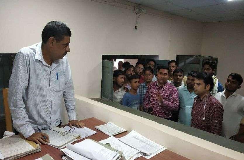 अचानक सरकारी कार्यालय में पहुंच गए MLA Baljeet Yadav, नदारद मिले अधिकारी-कर्मचारी, लगाया गंभीर आरोप