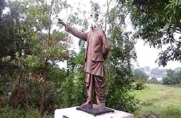 Odisha: बीजू पटनायक की मूर्ति क्षतिग्रस्त, गुस्साएं बीजेडी कार्यकर्ताओं ने किया प्रदर्शन