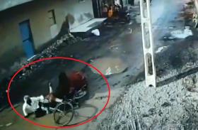 सांड ने लोगों पर किया जानलेवा हमला 2 लोग हुए घायल, वीडियो देखकर आप हैरान रह जाएंगे