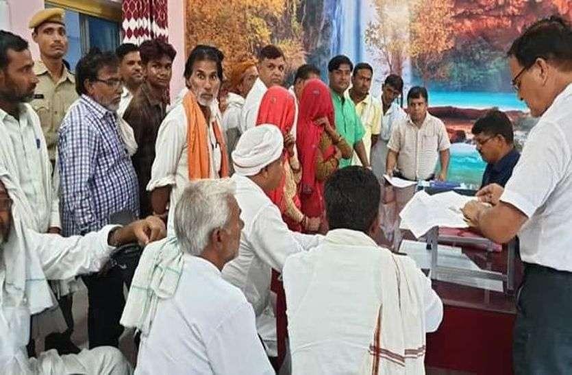 कांग्रेस-भाजपा प्रत्याशियों ने किए नामांकन दाखिल