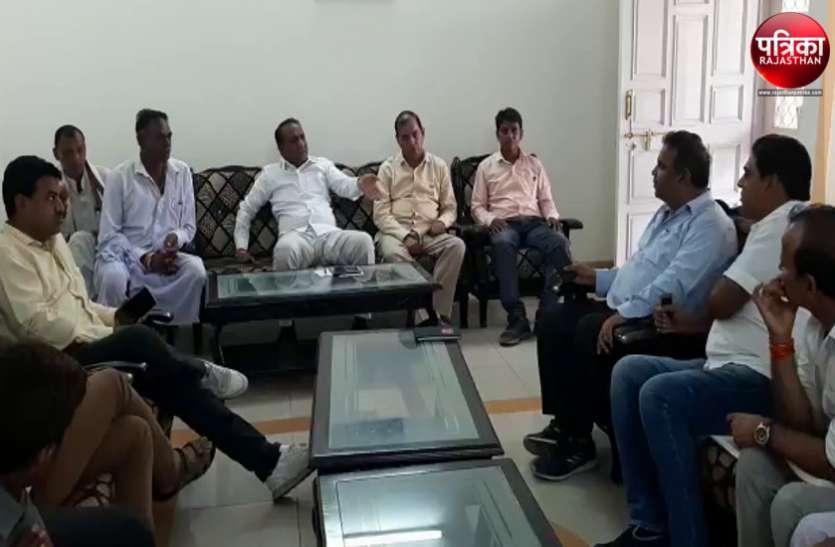 Video : बांसवाड़ा में प्री-मानसून की बारिश के साथ बढ़े बिजली संकट पर राज्यमंत्री ने ली क्लास