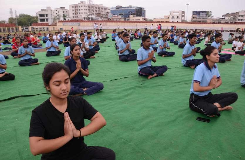 गांधी ग्राउंड में अंतरराष्ट्रीय योग दिवस पर होने वाले जिला स्तरीय समारोह का पूर्वाभ्यास