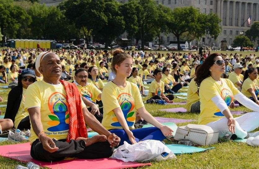 Ajmer's Yogacharya is traning to Americans in yoga