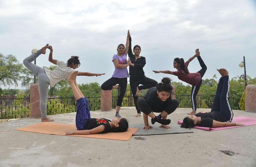 Yoga Day 2019: कोचिंग नगरी पर छाया योग का जादू