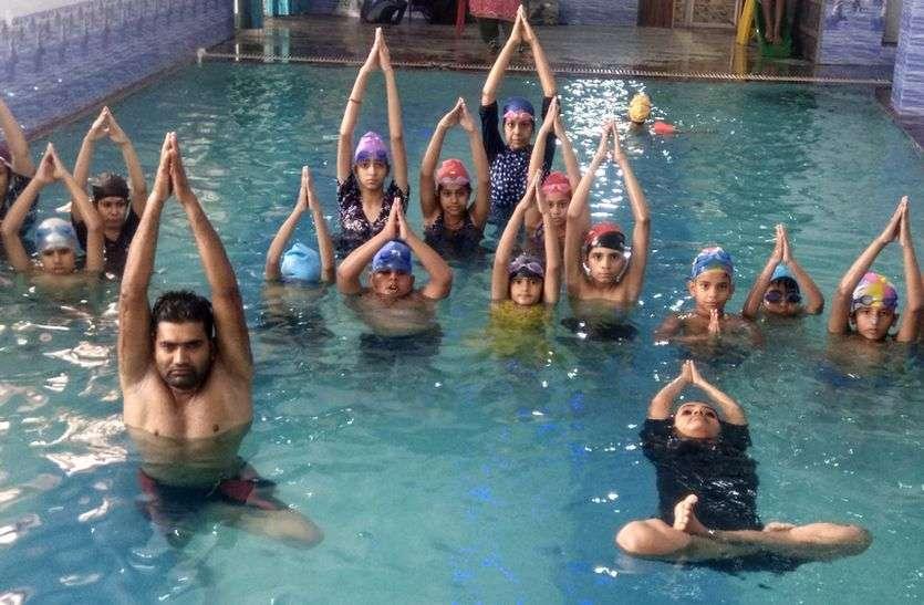 World Yoga Day- अजमेर में स्विमिंग पूल में योगाभ्यास