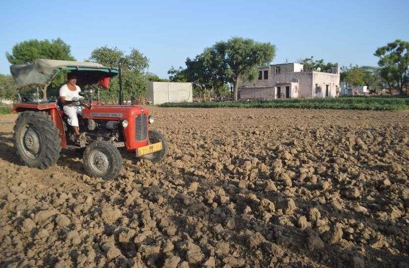 खेतो में बुवाई शुरू, बारिश का इंतजार