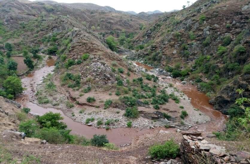 Pre Monsoon की बारिश के बाद ही उदयपुर में यूं खिलखिला कर चल पड़़ी़ ये नदी, देखिए ये खूबसूरत नजारा..video