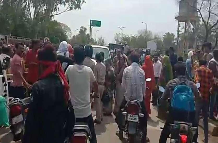 whater अधिकारी खड़े रहे, पानी के लिए घंटो रोक दी सरेआम सड़क
