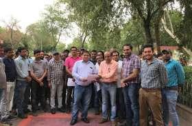 Engineer's protest : इंजीनियरों ने दिया धरना, किया काम का बहिष्कार