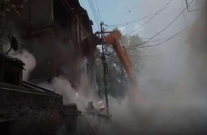 VIDEO : 100 साल पुराने इस मकान को निगम ने तोड़ा, अब इन्हें तोडऩे की तैयारी