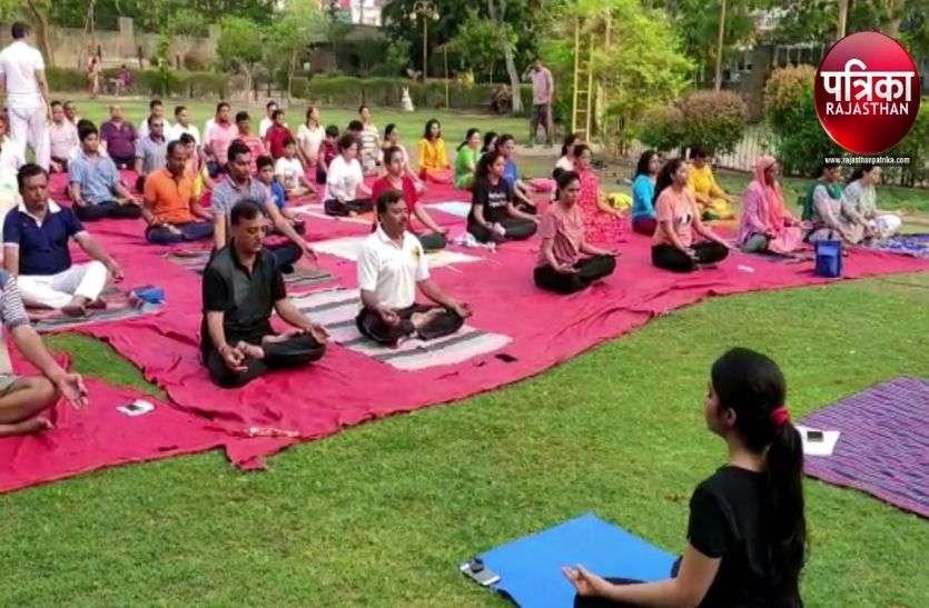 VIDEO : International Yoga Day 2019 : योग के आसनों से सिखाए स्वस्थ रहने के गुर, युवाओं में दिखा उत्साह