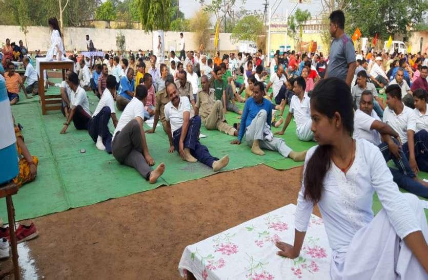 करो योग, रहो निरोग, जिलेभर में हजारों लोगों ने किया योग