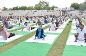 अंतरराष्ट्रीय योग दिवस पर जुटे दिग्गज, जानिए योगाभ्यास में कौन-कौन हुआ शामिल