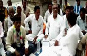अवैध निर्माण को लेकर दलितों ने किया अनिश्चितकालीन अनशन, देखें वीडियो