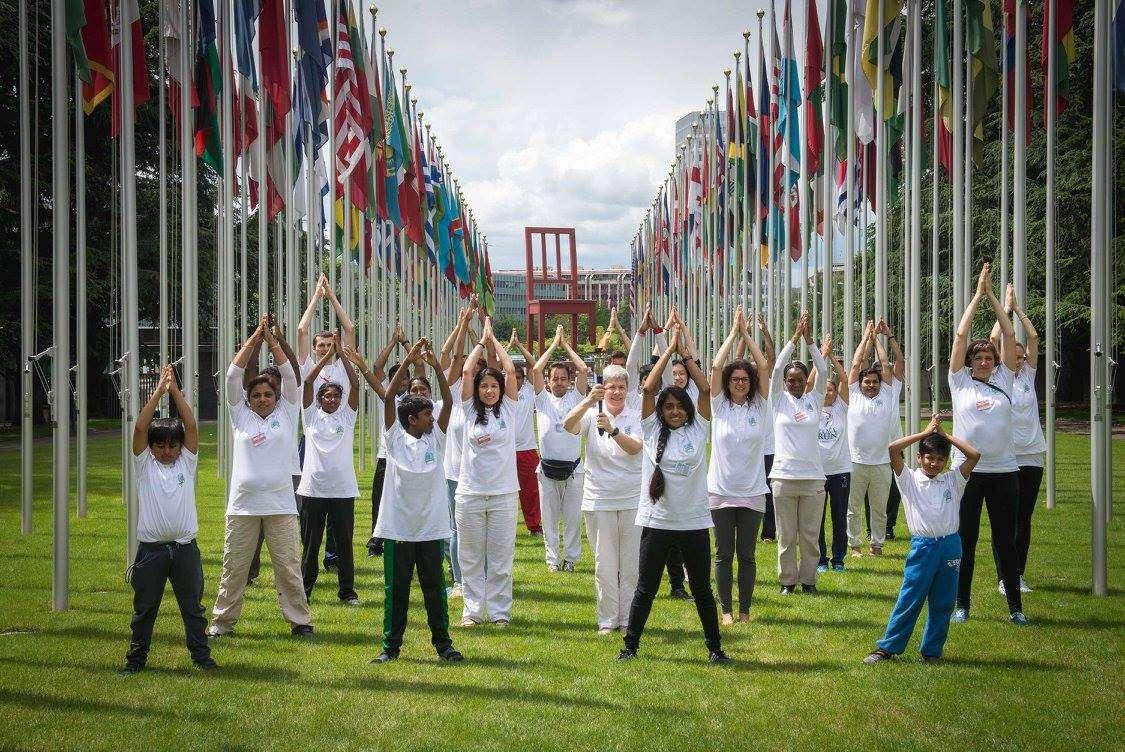 International Yoga Day 2019: भारत के साथ पूरी दुनिया ने किया योग, सोशल मीडिया पर तस्वीरों की भरमार