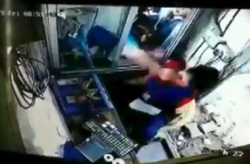 VIDEO: गुरुग्राम के एक टोल प्लाजा पर मारपीट, कार चालक ने महिला कर्मी के मुंह पर मारा मुक्का