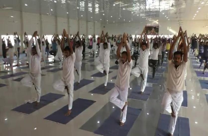 International yoga day: जिला जेल में बंदियों ने एक साथ किया योग- देखें वीडियो