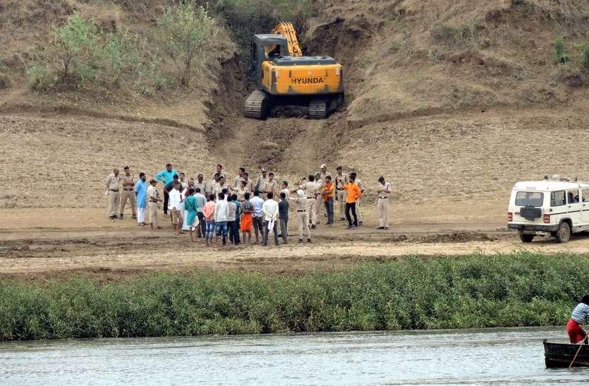 कम्प्यूटर बाबा ने कहा- नर्मदा में अवैध रेत खनन भाजपा सरकार की देन