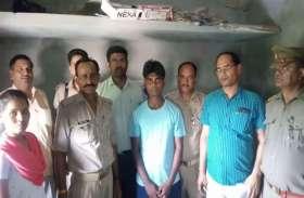 अवैध शराब के ठिकाने पर छापा, गिरफ्तार सेल्समैन ने बताया भाजपा विधायक के भतीजे का ठेका