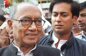 दिग्विजय की कार में पहले ही घुस कर बैठ गए कांग्रेस नेता, खड़े-खड़े देखते रहे जयवर्धन