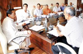 भोपाल-इंदौर एक्सप्रेस-वे : अब कॉरिडोर के किनारे होंगे सरकारी दफ्तर, कमलनाथ ने दिया निर्देश