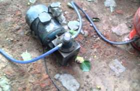 खतरे में जान - ऑटो में घरेलू सिलेंडर से भर रहे गैस