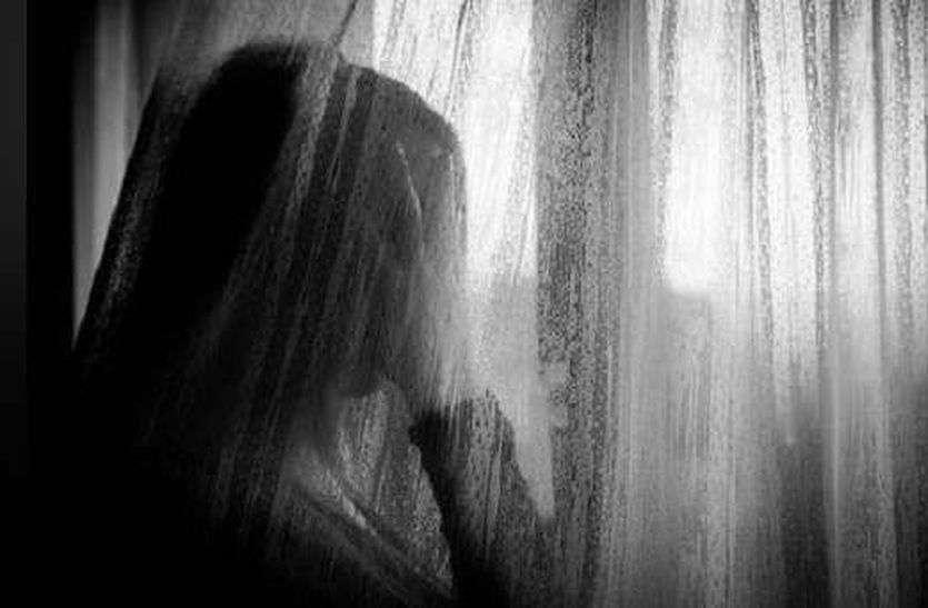 Husband Killed Wife : खाड़ी देश में कमाने की कहकर उसने लम्बे समय से पीहर में रह रही पत्नी को बुलाया। बाद में रात को पत्थर मारकर पत्नी का सिर कुचल कर हत्या कर दी।