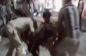 वाहन चेकिंग कर रहे पुलिसकर्मी को दौड़ा-दौड़ा कर पीटा