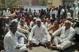 मंडी यार्ड बनाने की मांग, धानक मजदूरों ने किया प्रदर्शन