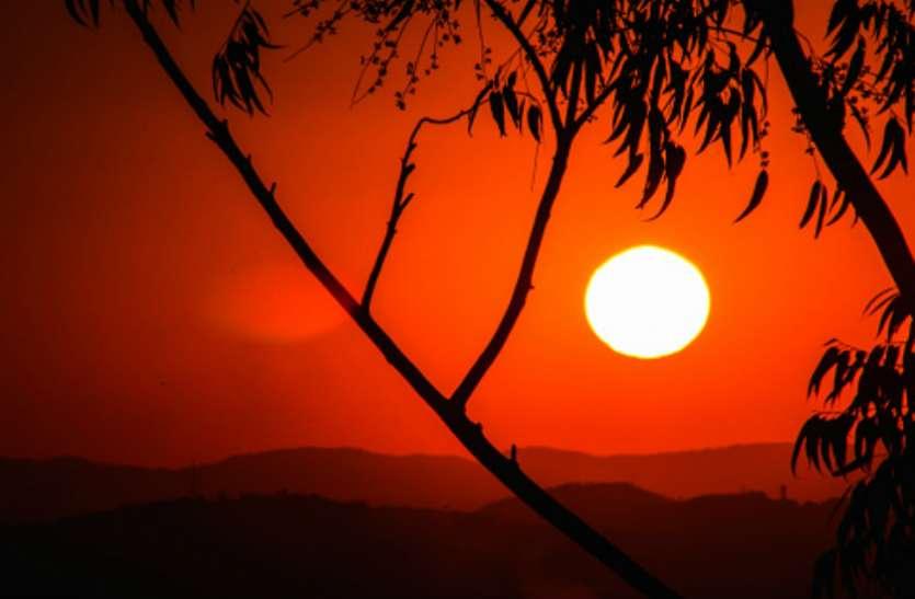 सूर्य ग्रह : नौकरी दिलाने में होती है अहम भूमिका, ऐसे करें सूर्य ग्रह को मजबूत