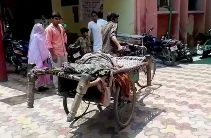 Video: शामली में रेहड़ी पर अस्पताल ले जाना पड़ा बीमार पत्नी को, प्रशासन ने दी यह सफाई