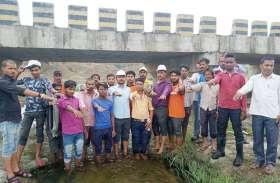 पत्रिका अमृतम् जलम् अभियान: जब उठे श्रमदानियों के हाथ तो साफ हो गया कॉचन नदी का घाट