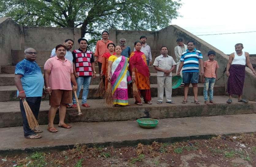 अमृतं जलम अभियान: तालाब सफाई के लिए बड़ी संख्या में एकजुट हुए शहरवासी