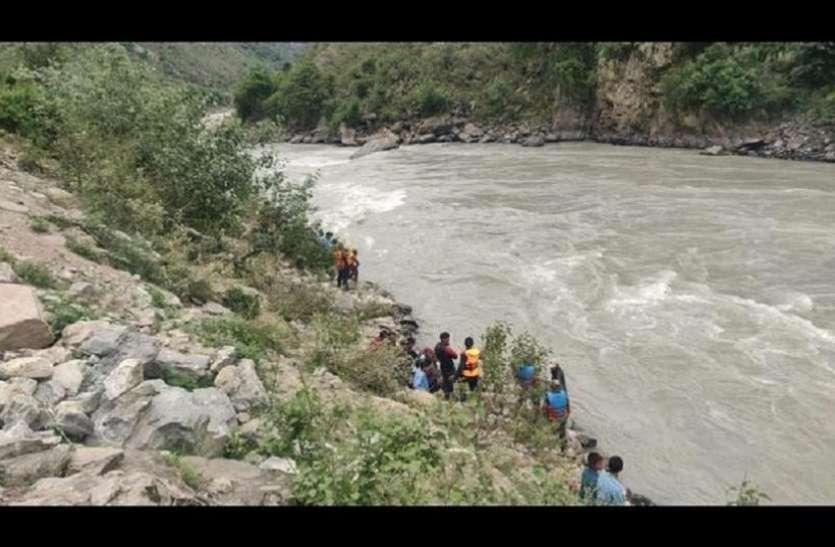 पाकिस्तान: सिंधु नदी में जीप डूबी, 9 लोगों की मौत