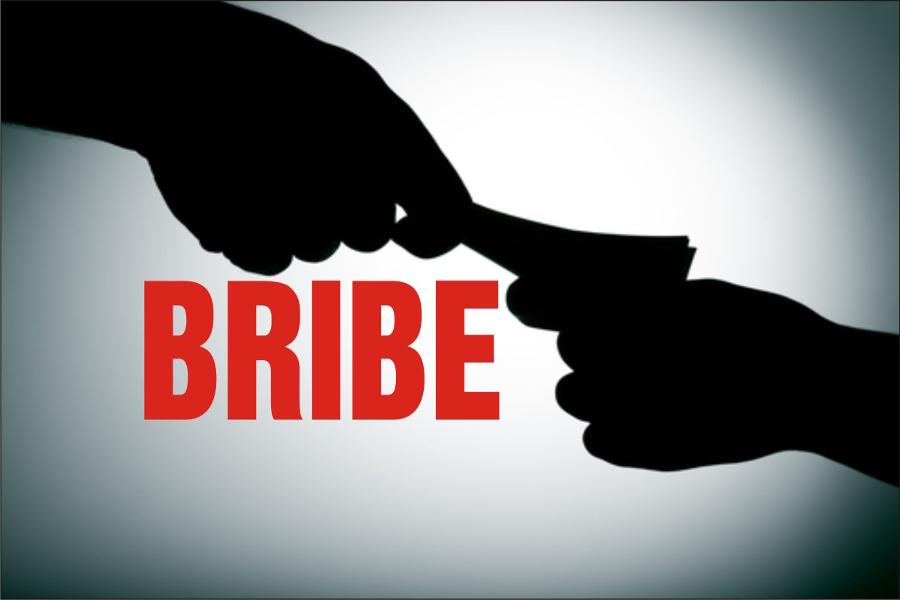 बीस हजार रुपये घूस लेते दरोगा गिरफ्तार, छूटने के लिए एंटी करप्शन टीम से की मारपीट