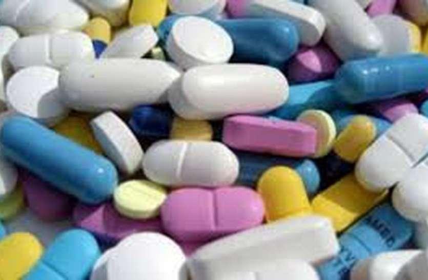 गांव में मासूमों जिंदगियों के हाथ में 'जहरीली दवाइयां', जिम्मेदार बेखबर