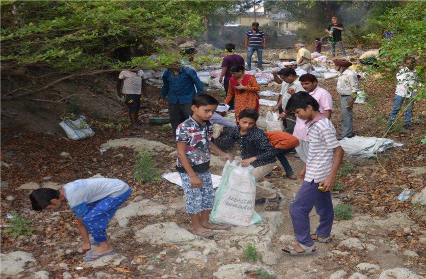 video: श्रमदान कर तैयार किया स्टापडेम, बारिश का पानी होगा संग्रहीत