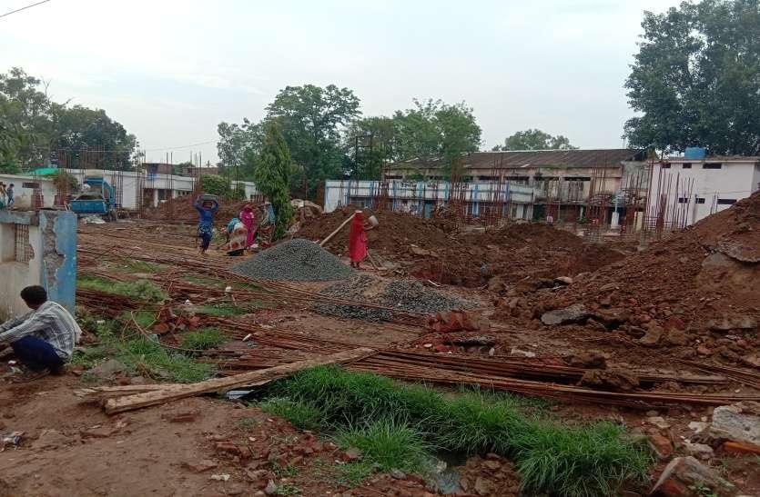 150 बिस्तर के अस्पताल निर्माण की कछुआ चाल, आठ माह में तैयार नहीं हो पाया अस्पताल का फाउंडेशन