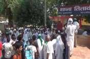 VIDEO: केंद्रीय मंत्री के समर्थक और भारतीय किसान यूनियन के पदाधिकारी को ग्रामीणों ने दौड़ाया, थाने में भागकर बचाई जान