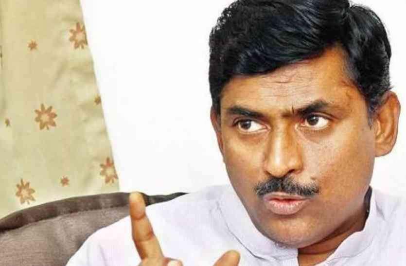 गठबंधन की राजनीति से कर्नाटक को मुक्ति दिलाना चाहती है भाजपा