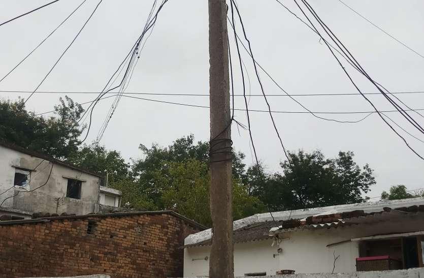 बिजली लटकते तार से झुलसा 9 वर्षीय बच्चा, पिता ने इलाज के लिए लगाई मुख्यमंत्री से मदद की गुहार
