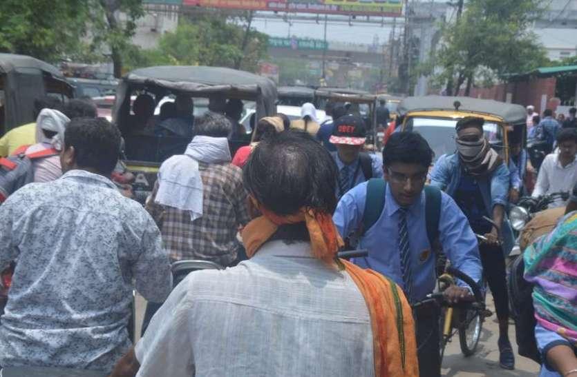 स्कूल खुलते ही शहर की सड़कों पर दिखा जाम राहगीरों की बढ़ी परेशानी, देखें जाम इन तस्वीरों में