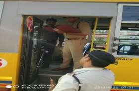 पुलिस ने चलाया अभियान, स्कूलों बसों की जांच शुरू, देेखें फोटो