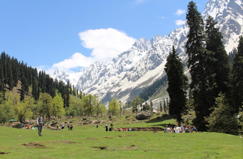 पुलवामा हमले के बाद पर्यटकों को तरसा कश्मीर,अन्य हिल स्टेशनों पर जाना पसंद कर रहे पर्यटक