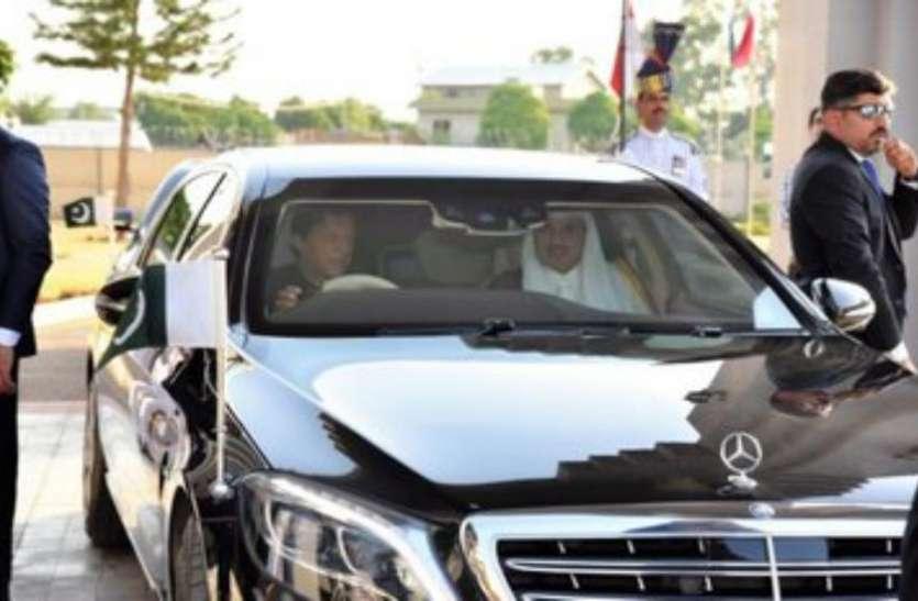 मजबूरी या शौक, क्या है पाकिस्तानी पीएम इमरान खान के ड्राइवर बनने का राज