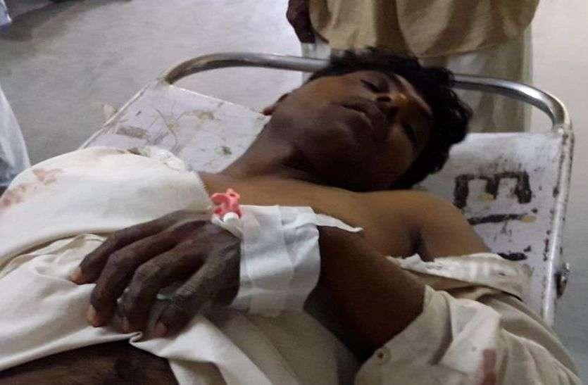 watch churu crime युवक का अपहरण कर चाकू व लाठियों से मारपीट, जीभ मरोड़ी, 15 फीट गहरे जोहड़ में फेंका